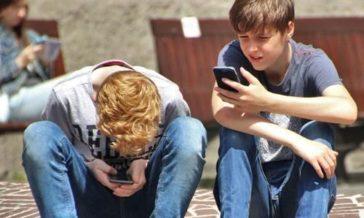 Smartfony Artykuł Jespera Juula o wpływie smartfonów na relacje w rodzinie