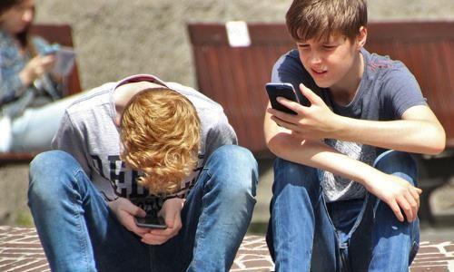 Smartfony Artykuł Jespera Juula owpływie smartfonów narelacje wrodzinie