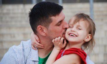 Co robić gdy dziecko woli jednego rodzica Czy zgadzać się na wszystko o co poprosi