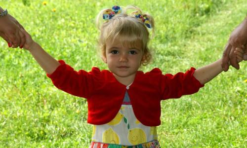 Nadopiekuńczy rodzic apewność siebie dziecka Jesper Juul porady owychowaniu dzieci