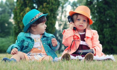 Ciekawe rozmowy dzieci Jak reagować, gdydzieci rozmawiają zesobą zbyt szczerze
