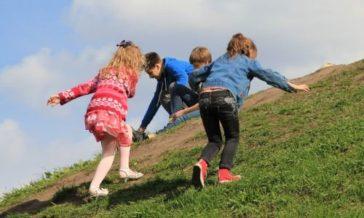 Czy zabawa w wojnę uczy dzieci agresji Czy można zakazać dziecku bawić się w wojnę