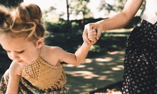 Uzależnienie córki odmatki Co zrobić kiedy córka trzyma się matki