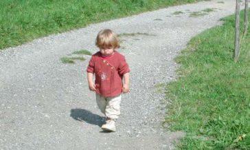 Adoptowane dzieci samotne mimo miłości rodziców Problemy z adoptowanym dzieckiem