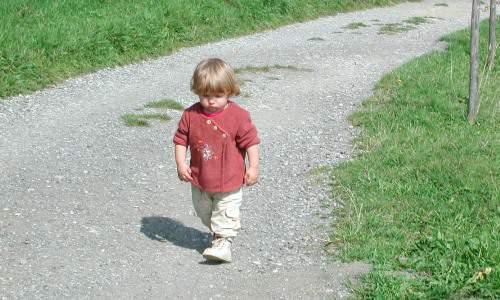 Adoptowane dzieci samotne mimo miłości rodziców Problemy zadoptowanym dzieckiem