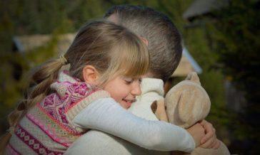 Dziecko martwi się o zdrowie rodziców Czy powiedzieć dziecku o chorobie przewlekłej ojca