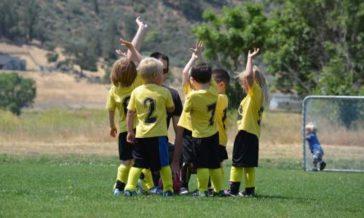 Jak rozwiązywać konflikty między dziećmi Czy ingerować w kłótnie dzieci