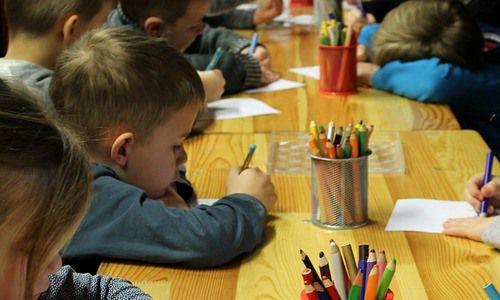 Złe traktowanie dziecka wprzedszkolu Czyzabrać dziecko zprzedszkola